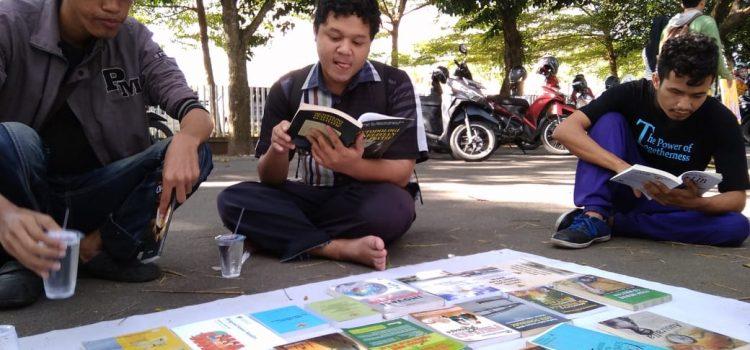 YVDMI UNTAN :Bookpacker on The Road