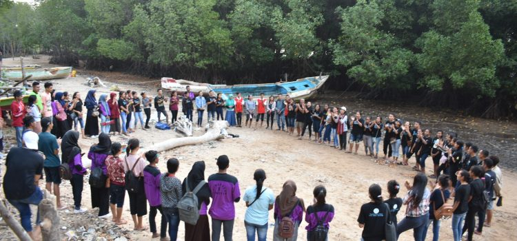 RR Kupang: Planting Mangroves and Cleaning Plastic Waste
