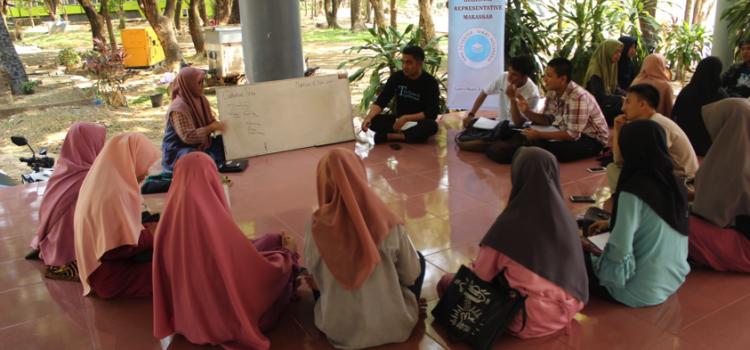 RR Makassar: Esssay Writing Training
